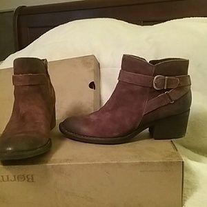 Ladies distressed boot